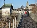 """""""Heilig Hüsli"""" am nördlichen Brückenkopf der Holzbrücke Rapperswil-Hurden, im Hintergrund der Lindenhof mit dem Schloss und die seeseitige Altststadt in Rapperswil 2013-12-01 14-39-28 (P7800).JPG"""