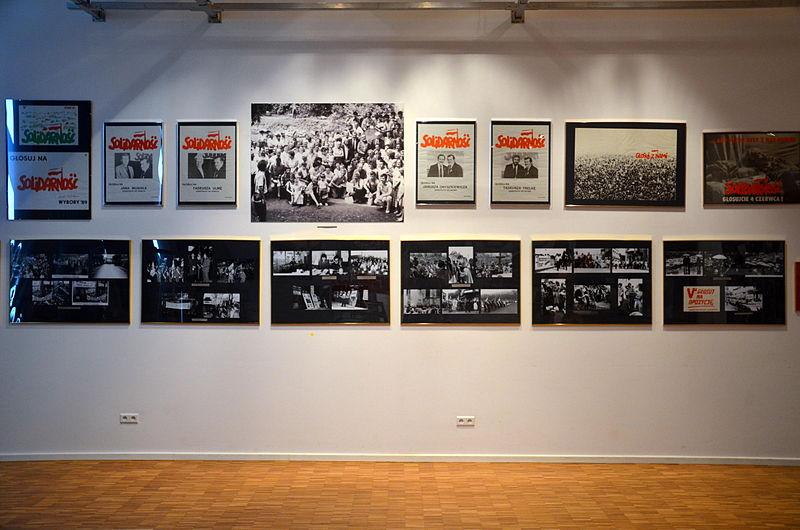 """File:""""Solidarność"""" Halle der Erinnerung (2014).JPG"""