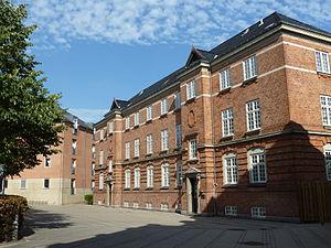 Østerfælled Torv - Old and new building