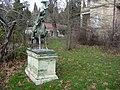 Τατόϊ, άγαλμα του Κοζάκου κυνηγού.jpg