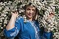 День Вишиванки. Молода україночка у вишитій синій сукні серед квітів 07.jpg