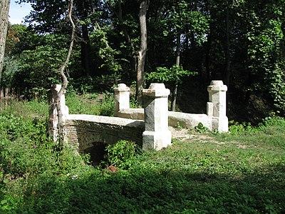 Лизогубівський (Седнівський) парк Місток 07.JPG