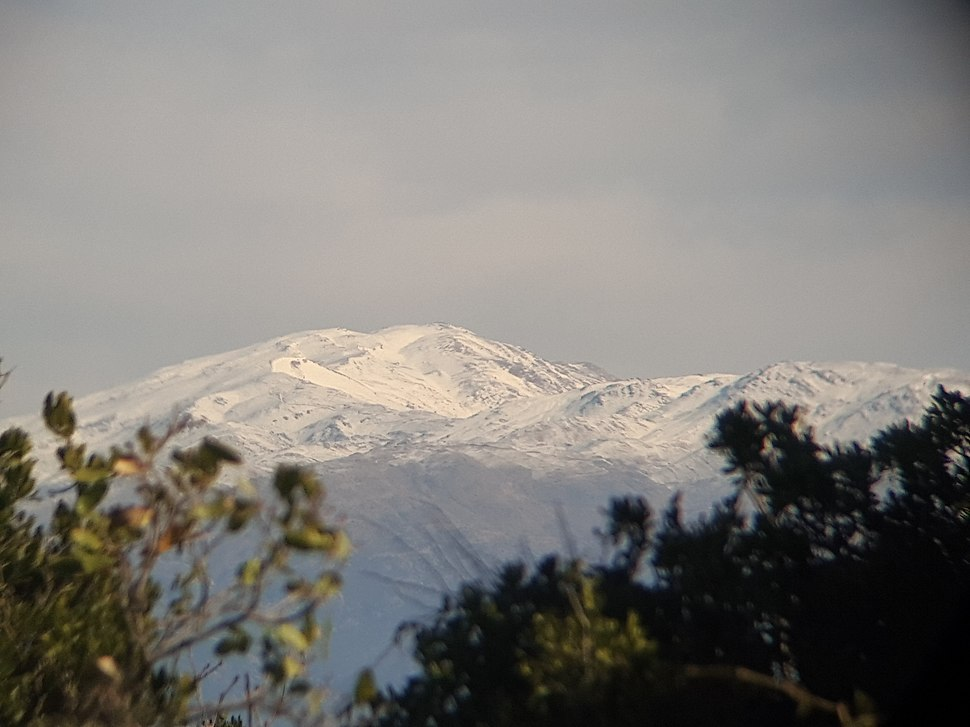 הר החרמון , כפי שנראה מהר מירון דרך משקפת 10X50 (דצמבר 2017)