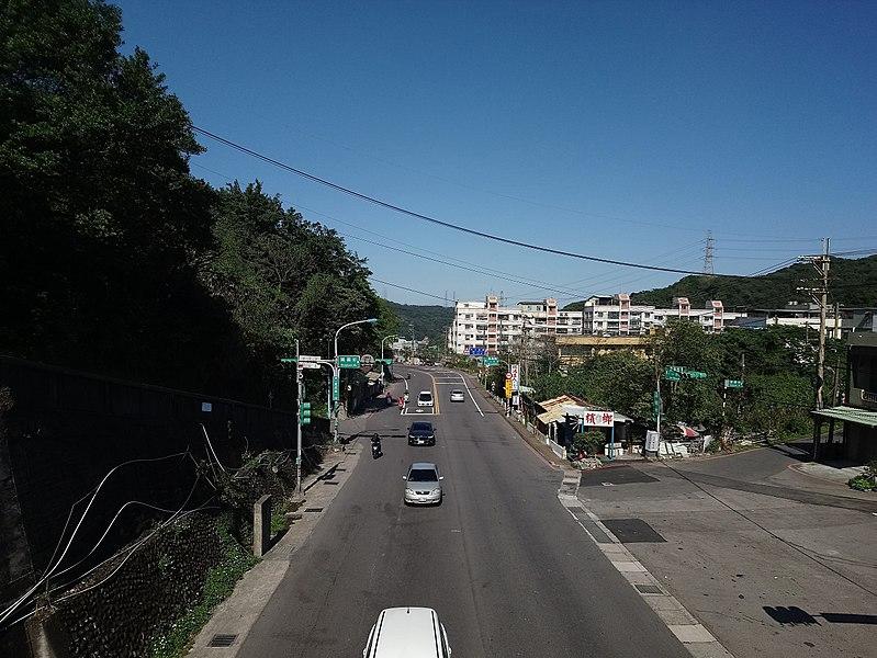 File:經過桃園市龜山區的臺1甲線.jpg