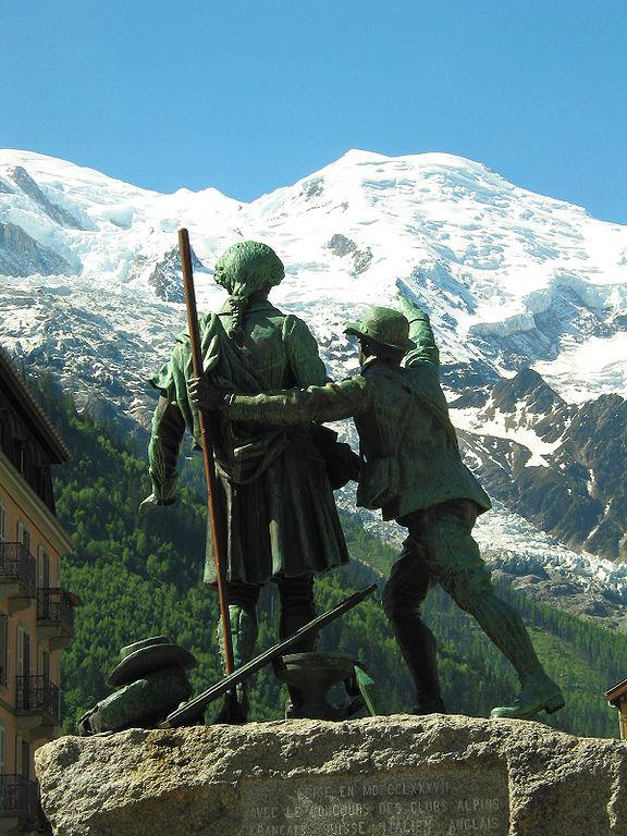 https://upload.wikimedia.org/wikipedia/commons/thumb/1/11/00_Chamonix-Mont-Blanc_-_JPG1.jpg/576px-00_Chamonix-Mont-Blanc_-_JPG1.jpg