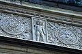 03 2019 photo Paolo Villa - F0197821 bis - Budapest - Piazza degli eroi - Monumento del millennio - Putto - grottesche - Bassorilievi Neorinascimentale Neoclassico.jpg