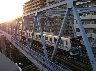 Tokyo Metro Tōzai Line - Tokyo Metro 05 series EMU crossing a bridge between Minami-Sunamachi and Nishi-Kasai