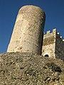 070 Castell de Montsoriu, mur sud del recinte sobirà i torre mestra.jpg