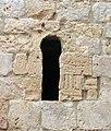 076 Castell de Miravet, pati d'armes, finestra del graner.JPG