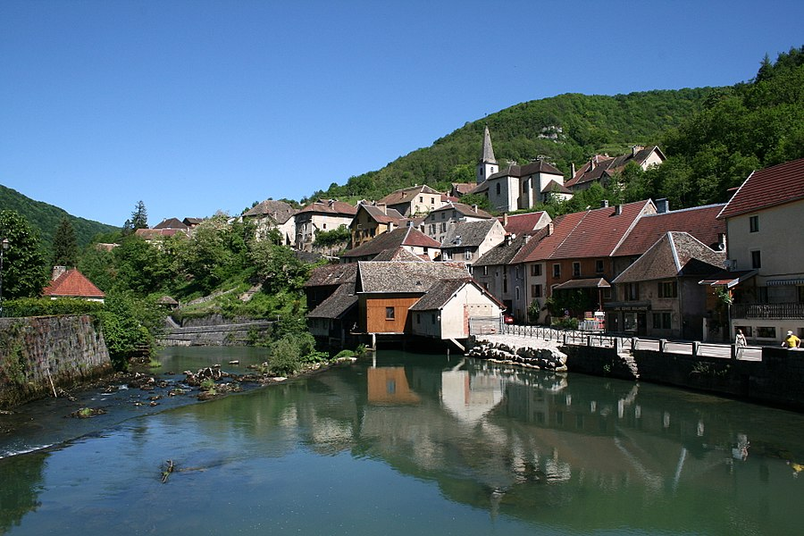 Lods  (Doubs - France), the Loue (river) and the village .