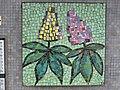 1210 Autokaderstraße 3-7 Tomaschekstraße 44 Stg 1 - Mosaik-Hauszeichen Blumenmotiv von Leopold Birstinger 1968 IMG 0985.jpg
