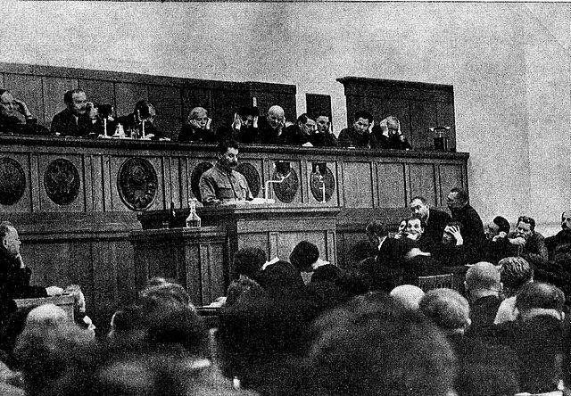 Сталин выступает с официальным Политическим отчётом ЦК на XVII съезде ВКП(б) 1934 года
