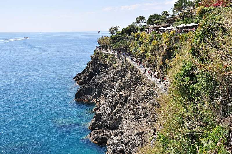 File:19017 Manarola, Province of La Spezia, Italy - panoramio (1).jpg
