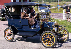 1911 Ford Model T Touring CLY148 2.jpg