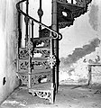 19900419680NR Dresden Altstadt Hygiene-Museum Wendeltreppe Keller.jpg