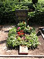2006-07-24 Friedhof Schoeneberg III Grab Dietrich.jpg
