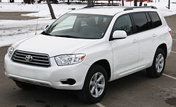 Pre-facelift Toyota Highlander base (US)