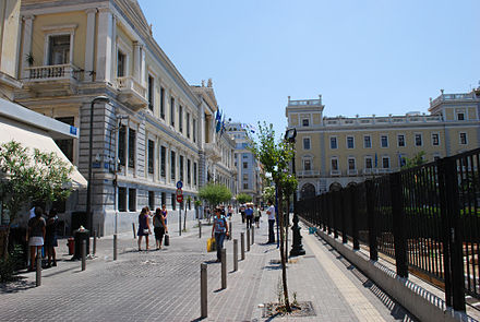Aiolou Street in the centre. On the left is the building of the National Bank of Greece. 20090801 athina04.jpg