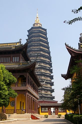 Tianning Temple (Changzhou) - A closer view of the pagoda