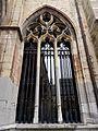 2016-Maastricht, St-Servaasbasiliek, Pandhof, oostelijke kloostergang, raam 1.jpg
