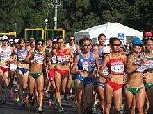 Al centro in primo piano, Eleonora Giorgi in gruppo durante la 20 km di marcia su strada ai Mondiali russi di Mosca 2013