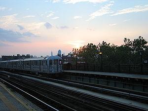 52nd Street (IRT Flushing Line) - Image: 52nd Street Lincoln Avenue