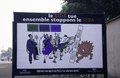 """ASC Leiden - van Achterberg Collection - 1 - 147 - Un panneau routier avertit de l'infection par le SIDA. """"Le SIDA tue. Ensemble stoppons le SIDA"""" - En route de Bamako pour Ségou, Mali - 9-29 novembre 1996.tif"""