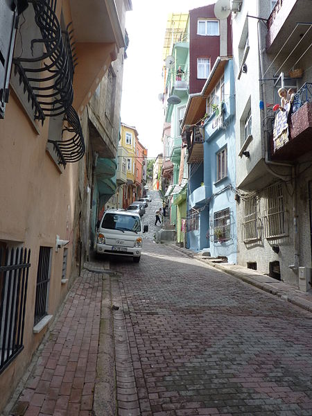 File:A street in Phanar - P1030381.JPG