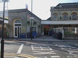 Acton Central stn building.JPG