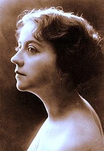 Actress Helen Gardner c1912.jpg