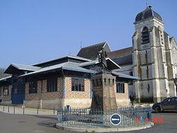 Aix-en-Othe - L'église et la halle (2).JPG