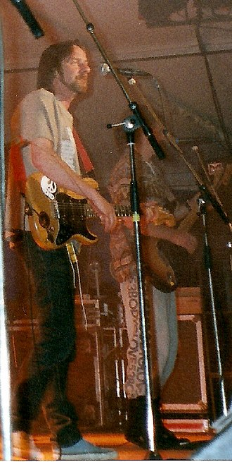 Alan Hull - Alan Hull on stage with Lindisfarne in 1991
