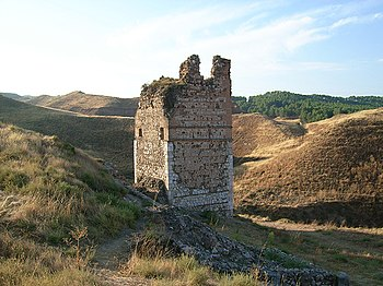 Torre Albarrana de la antigua fortaleza musulmana de Alcalá la Vieja, en lo alto del Ecce Homo.
