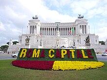 Decorazioni floreali in piazza Venezia per celebrare la nuova istituzione territoriale capitolina