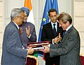 Anil Kakodkar and the Foreign Minister of France, Mr. Bernard Kouchner exchanging the signed documents on civil nuclear cooperation, in the presence of the Prime Minister, Dr. Manmohan Singh and the President of France.jpg