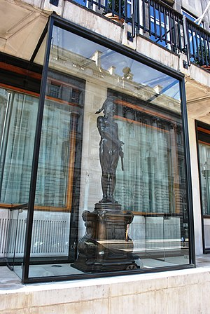 Army and Navy Club - Ouside statue