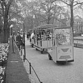 Artis heeft treintje voor bezoekers die door dierentuin rondrijdt, Bestanddeelnr 915-1249.jpg