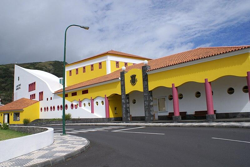 Ficheiro:Auditório Municipal e Centro Cultural das Velas, Velas, São Jorge, Açores.JPG