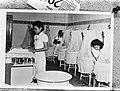 Babyverzorging in Batavia, Bestanddeelnr 901-9511.jpg