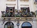 Balconi fioriti Ortigia.jpg