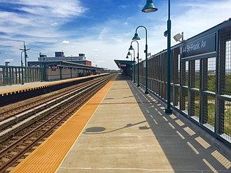 Beach 44th Street (IND Rockaway Line) - Image: Beach 44th Street Mott Avenue Bound Platform