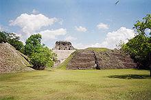 Resti Maya presso il sito di Xunantunich