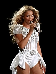 Beyoncé, 2013'te The Mrs. Carter Show World Tour kapsamında Montreal'de sahnede.