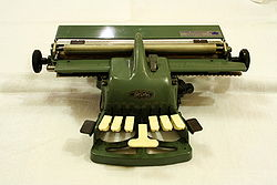 Blista Braille typewriter 4.jpg