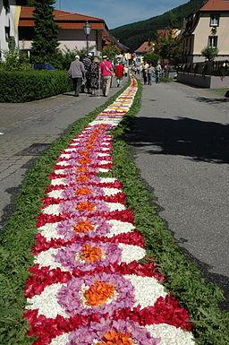 Blumenteppich Muehlenbach