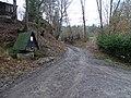 Bojanovice, údolí Kocáby, osada Dashwood, rozcestí se studnou.jpg