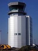 Torre de control del aeropuerto de Bristol, Inglaterra.