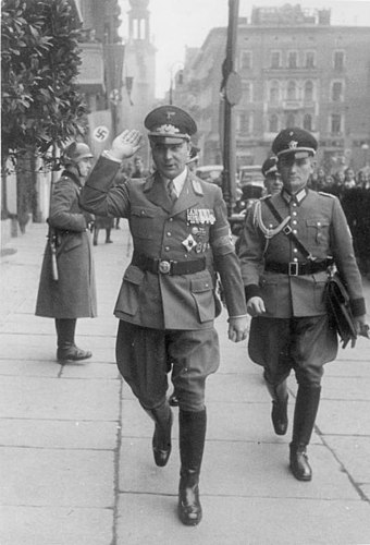 Arthur Greiser in German occupied Poznan, 2 October 1939 Bundesarchiv Bild 183-1998-0109-502, Arthur Greiser in Posen.jpg