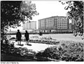 Bundesarchiv Bild 183-D0909-0001-001, Magdeburg, Wilhelm-Pieck-Allee, Grünanlage, Neubauten.jpg