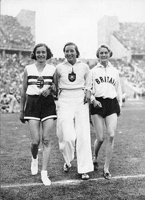 Dorothy Tyler-Odam - Image: Bundesarchiv Bild 183 G00985, Berlin, Olympiade, Hochsprung der Damen